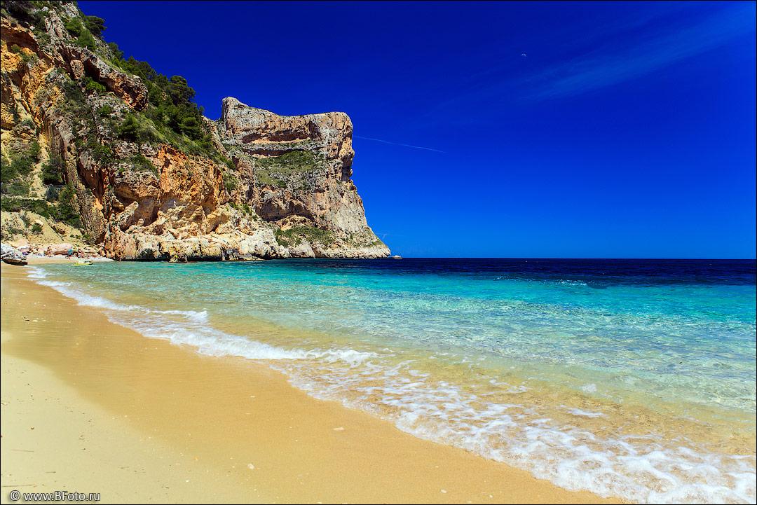 Недвижимость на побережье испании купить купить дом в испании фото цены